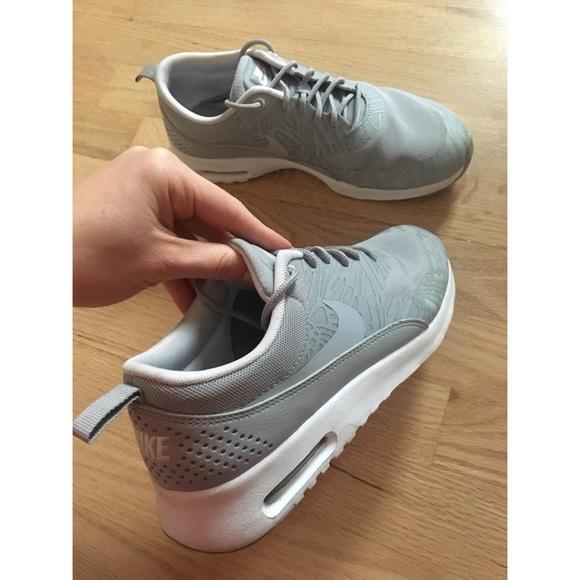 Zapatos Talla Nike Air Max Thea Gray Mujeres Zapatillas Talla Zapatos 75 Poshmark 36fb04